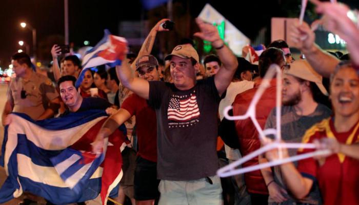تصاویر پایکوبی ضد انقلابیون کوبا پس از درگذشت کاسترو