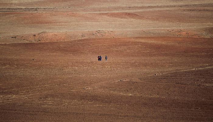 تصاویر حضور تولیت آستان قدس رضوی در میان زائران پیادهروی به سمت مشهد