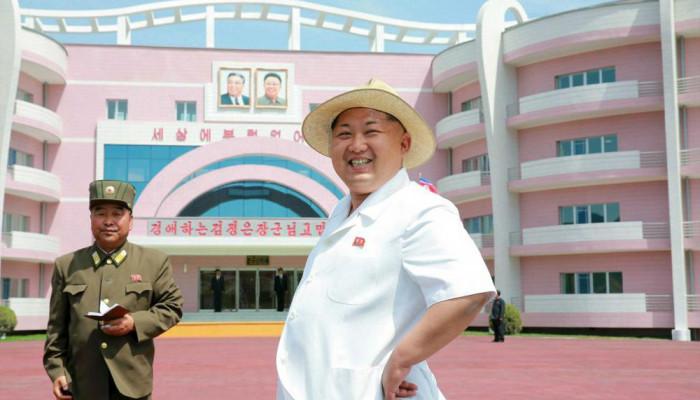 تصاویر لباس پوشیدن رهبر کره شمالی