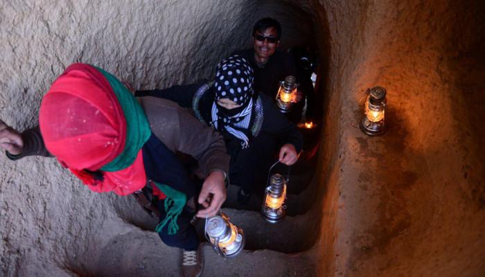 تصاویر شب شعر در یکی از مغاره های کنار بودای بامیان