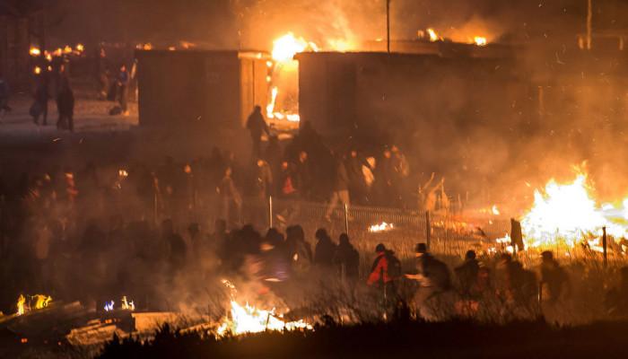 تصاویر آتش سوزی در کمپ پناهجویان در فرانسه