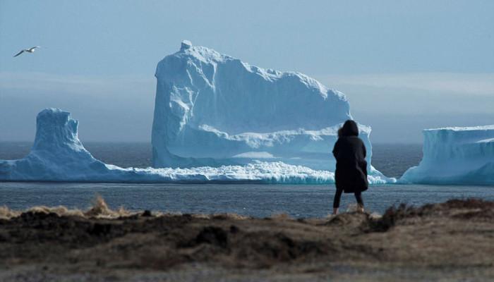 تصاویر کوه یخی غول پیکر در ساحل کانادا
