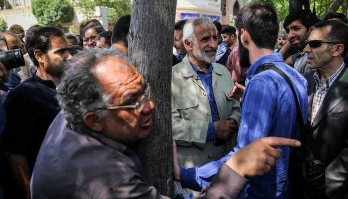 تصاویر گفتگوی چهره به چهره انتخاباتی در بازار تهران