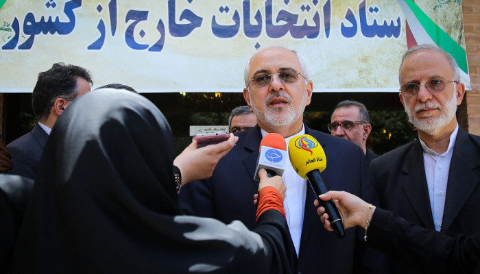 تصاویر حضور ظریف در ستاد انتخابات خارج از کشور