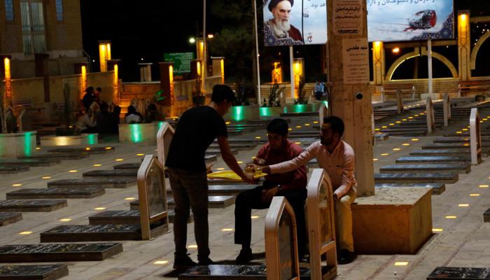 تصاویر قرائت دعای ابوحمزه ثمالی در گلزار شهدای کرمان