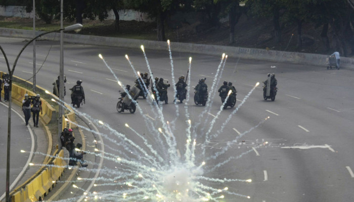 تصاویر تداوم درگیری ها در کاراکاس