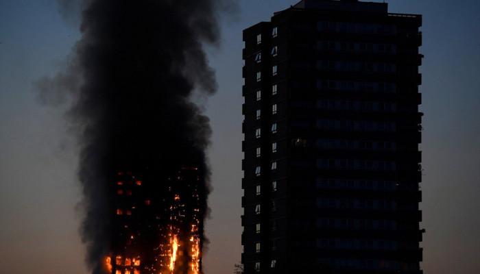 تصاویر آتش سوزی برج مسکونی در لندن
