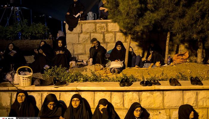 تصاویر احیای شب بیست و یکم ماه رمضان در مقبره شهدای گمنام کوهسار