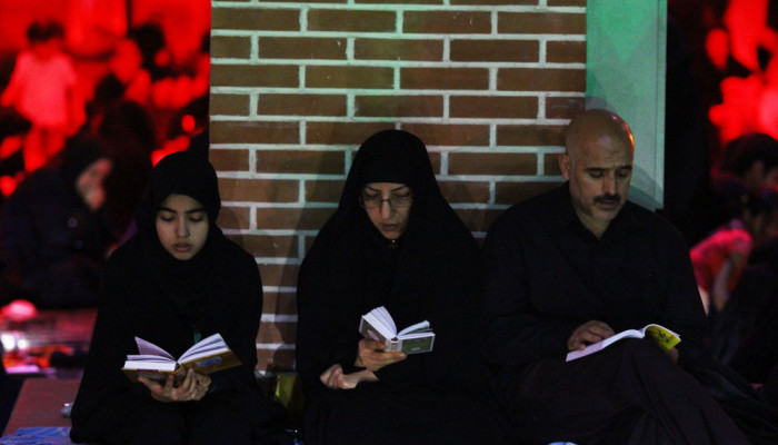 تصاویر مراسم احیای شب بیست و یکم ماه رمضان در گلزا شهدای تبریز