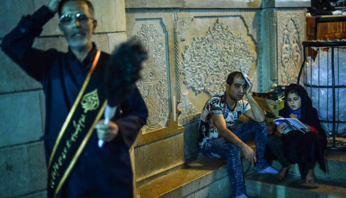 تصاویر مراسم احیای شب بیست و یکم ماه رمضان در حرم شاهچراغ (ع)