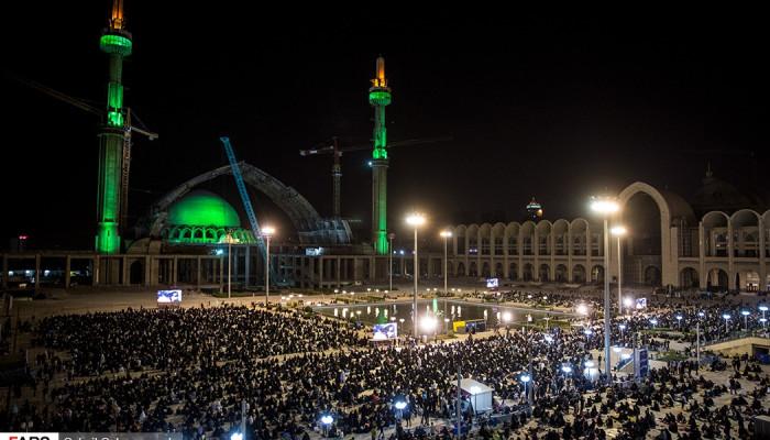 تصاویر احیای شب بیست و یکم ماه رمضان در مصلی امام خمینی(ره)