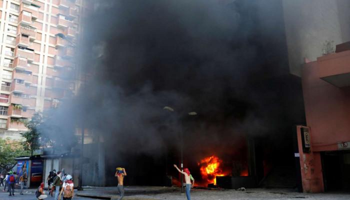 تصاویر حمله معترضان به دفتر دیوان عالی ونزوئلا