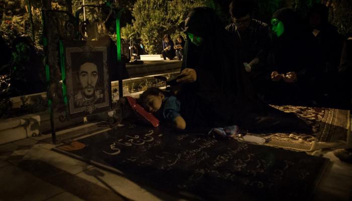 تصاویر مراسم احیای شب بیست و سوم ماه رمضان در گلزار شهدای شاهرود