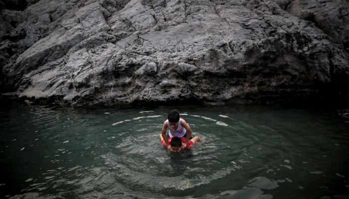 تصاویر آبتنی تابستانی در چشمه علی