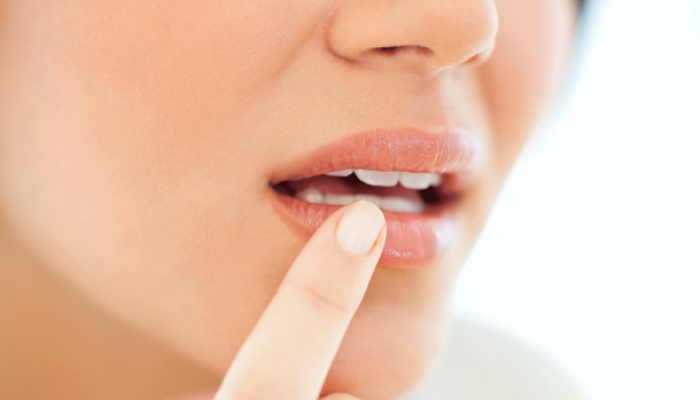 علت سوزن سوزن شدن لبها چیست؟
