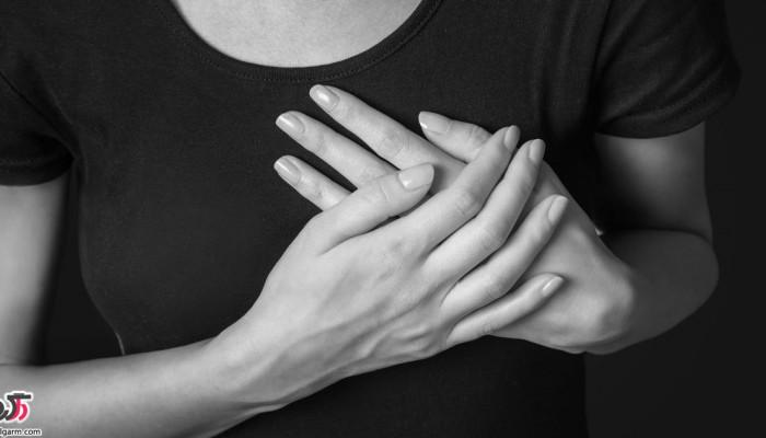 علت ترشحات خونی پستان چیست؟