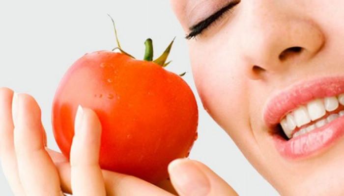 خواص گوجه فرنگی برای از بین بردن چربی صورت