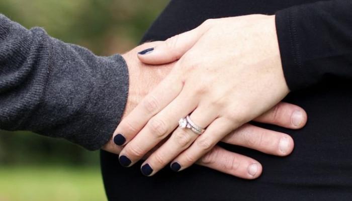 ژست عکس بارداری با همسر