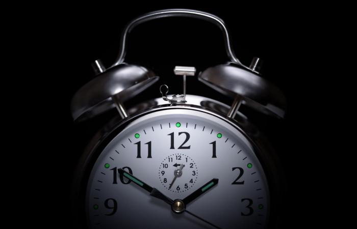 علت بی خوابی چیست ؟ چیکار کنیم  زود بخوابیم ؟