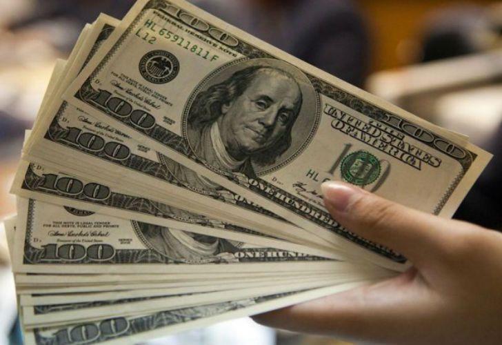 سقوط دلار به هشت هزار تومان