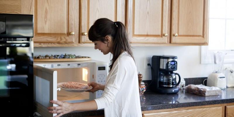 کدام مواد غذایی را نباید در مایکروفر گرم کرد؟