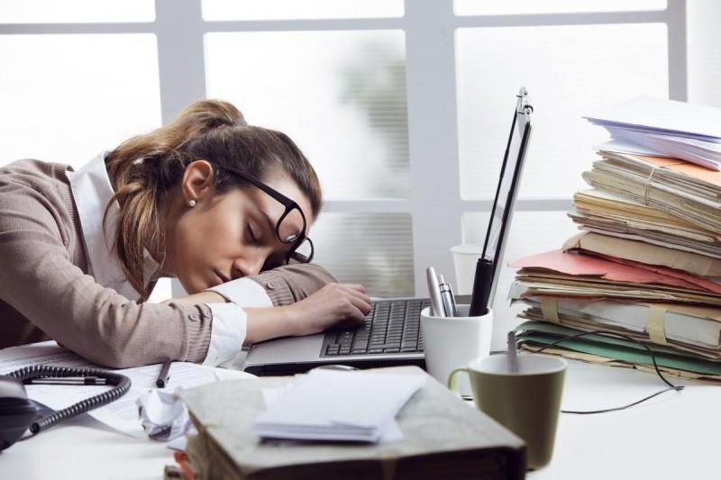 ۱۰ دلیلی که همیشه احساس خستگی می کنید؟ و راه درمان