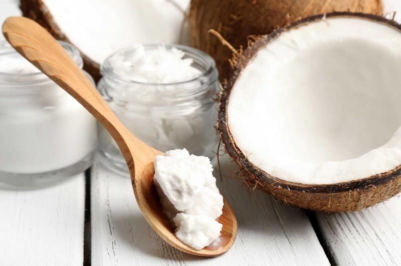 ۶ روش طلایی برای درخشش و تقویت مو با روغن نارگیل