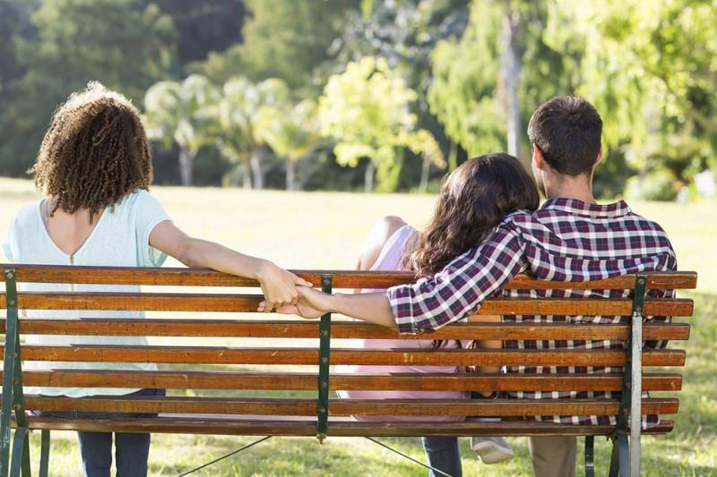 ۶ نشانه مهم خیانت به همسر
