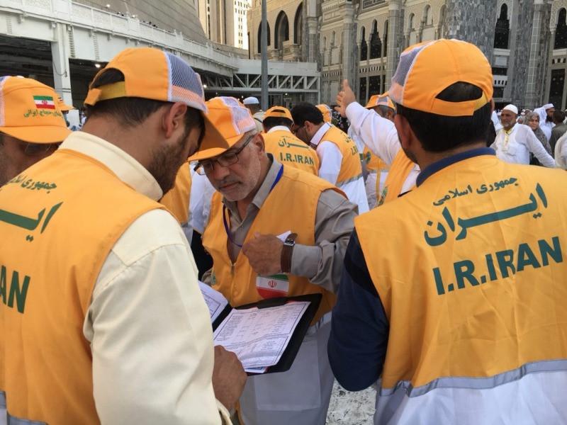 راهنمایان افتخاری حج؛ یاری رسانان زائران مانده در راه