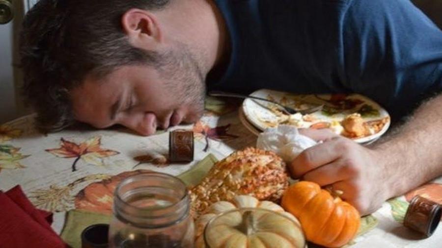 آیا عوارض خوابیدن با شکم پر را میدانید؟