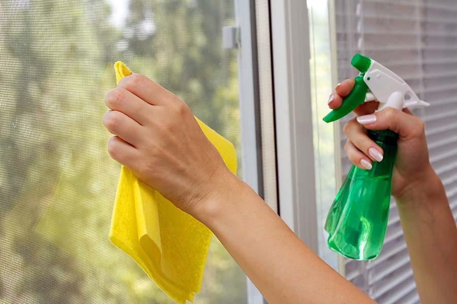 در خانه با سادهترین روشها شیشهپاککن تهیه کنید