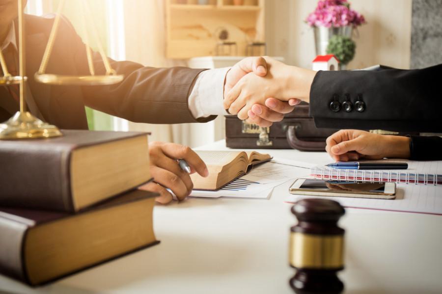 وکیل مهاجرت کیست ؟ چه خدماتی را وکیل مهاجرت انجام میدهد؟