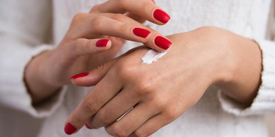 سافت کرس softcaress کرم مرطوب کننده دست : نرم کننده و ترمیم کننده پوست های خشک