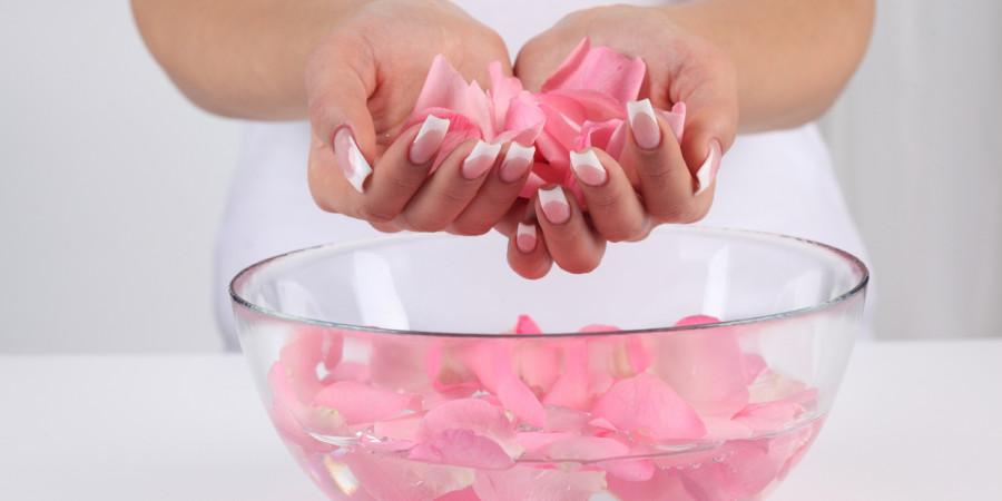 گلاب و خواص گلاب برای داشتن صورتی زیبا