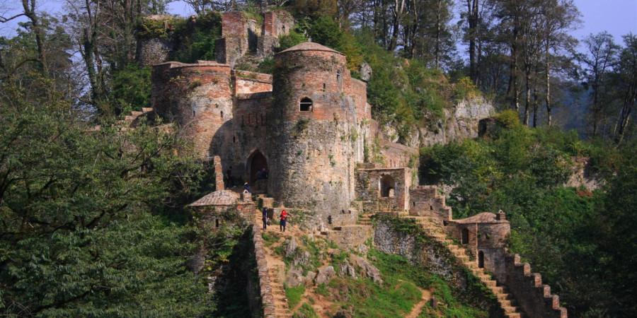 جاذبه های تاریخی قلعه رودخان شهر فومن + تصاویر