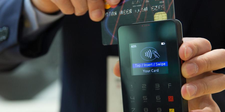 باور غلط سوختن کارت اعتباری کنار موبایل