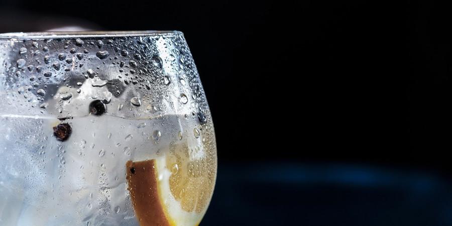 12 دلیل منع خوردن آب یخ که نمی دانستید ؟