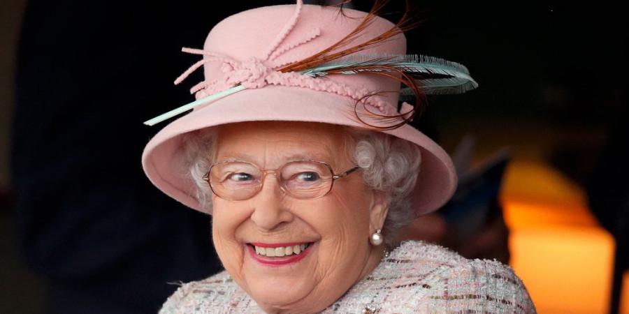 چرا ملکه الیزابت ۲ تاریخ تولد دارد؟