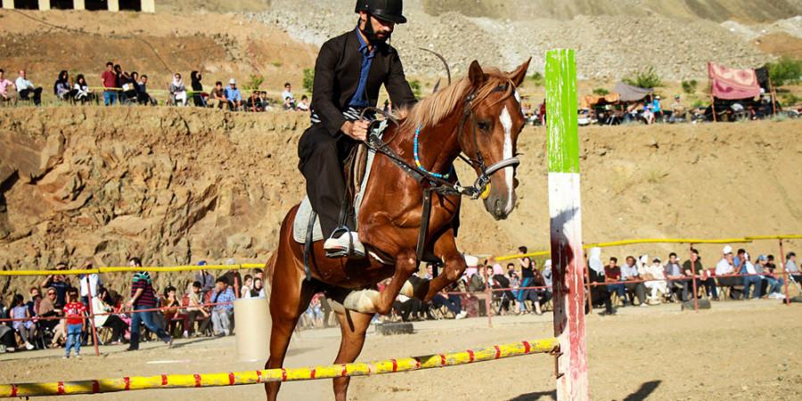 تصاویر جشنواره بازیهای بومی محلی با اسب در سنندج