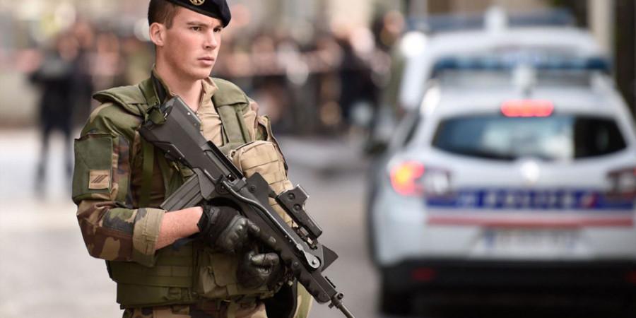 تصاویر زیرگرفتن سربازان فرانسوی در پاریس