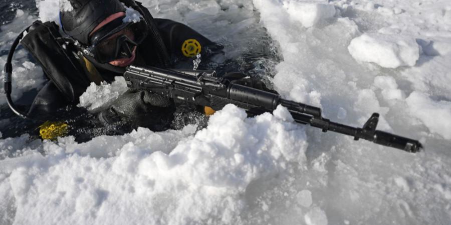 تمرین سربازان ارتش روسیه در نواحی قطبی ( عکس )