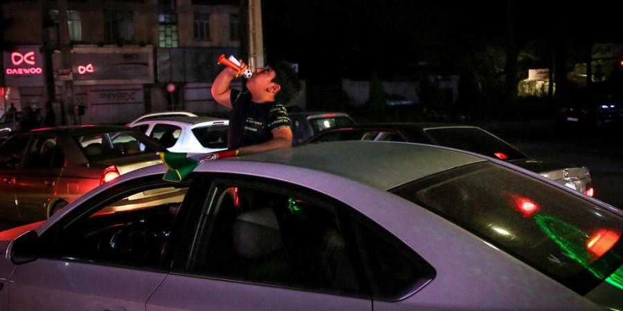 تصاویر شادی شبانه مردم کرج پس از پیروزی تیم ملی فوتبال مقابل مراکش