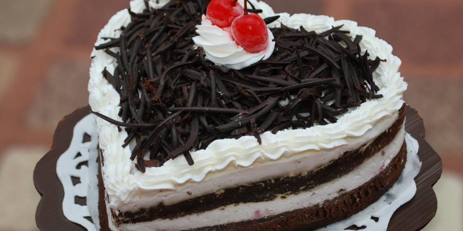 طرز تهیه کیک شکلاتی سیاه خانگی و خوش طعم